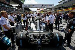 July 1, 2018 - Spielberg, Austria - Motorsports: FIA Formula One World Championship 2018, Grand Prix of Austria, ..Mechanicians of Mercedes AMG Petronas Motorsport  (Credit Image: © Hoch Zwei via ZUMA Wire)