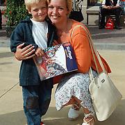 Opening Six Flags Dronten, Marisca van Kolck met zoon Christopher