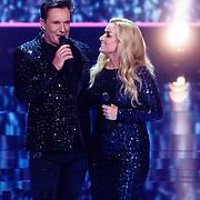 NLD/Hilversum/20180216 - Finale The voice of Holland 2018, Samantha Steenwijk treedt op met Gerard Joling