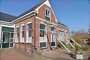 Nederland, Loppersum, 15-4-2015 Beelden uit het gebied in de provincie Groningen die ernstig te lijden heeft onder de gevolgen van de gaswinning door de NAM. 43 Huizen met aardbevingsschade zullen gesloopt moeten worden. De gaswinning in de nabijheid van dit dorp moet gestopt worden. Er zijn enkele winlocaties vlakbij zoals bij 't Zandt en Zeerijp. Dit is een woning, huis, in Leermens. Het was ook cafe en dorpshuis voor dit terpdorp,  maar is nu gesloten.Foto: Flip Franssen/ Hollandse Hoogte