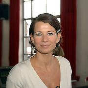 NLD/Amsterdam/20060303 - Perspresentatie Wie is de Mol 2006, Frederique Huydts
