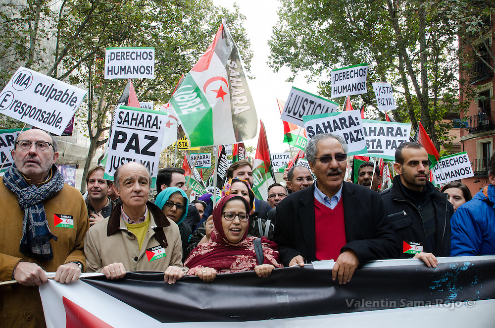 Madrid, Spain. 12th November, 2016. Jira Bulahi Bad (C), delegate of the Polisario Front in Spain, and , Boulahi Sid (R), Saharawi Minister of Cooperation during the demonstration held in Madrid.