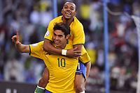 Fotball<br /> Brasil v Egypt<br /> Foto: DPPI/Digitalsport<br /> NORWAY ONLY<br /> <br /> FOOTBALL - CONFEDERATIONS NATIONS CUP 2009 - GROUP B - 1ST ROUND - BRAZIL v EGYPT - 15/06/2009 <br /> <br /> JOY KAKA / ROBINHO (BRA) AFTER THE KAKA'S GOAL