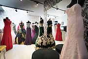 Turkse winkel van ceremonie kledij in de sleepstraat