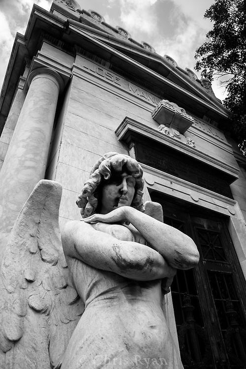 Angel sculpture outside tomb, Christopher Columbus Cemetery (Necropolis Cristobal Colon), Havana, Cuba