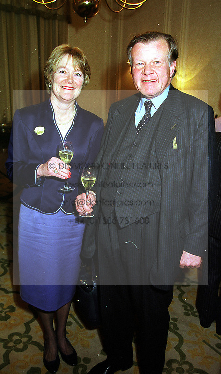 LORD & LADY ILIFFE at a luncheon in London on 8th December 1999.<br /> MZW 18