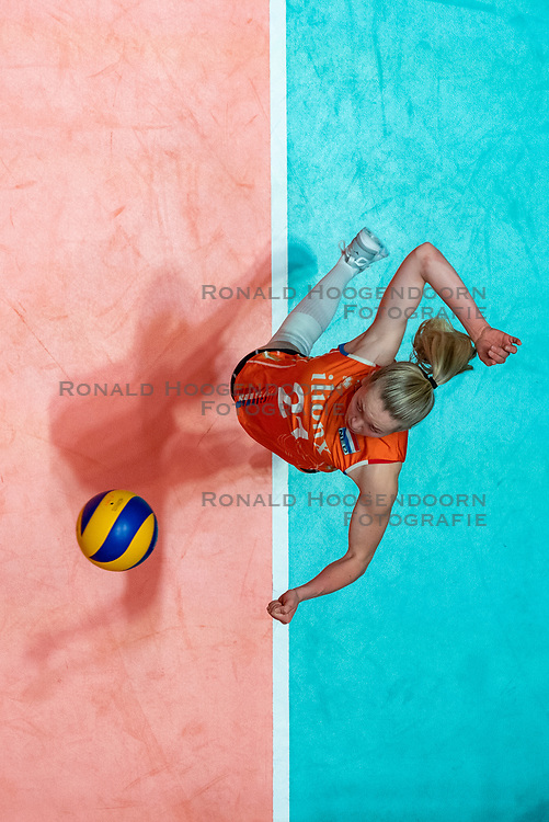 28-05-2019 NED: Volleyball Nations League Netherlands - Brazil, Apeldoorn<br /> <br /> Annick Meijers #21 of Netherlands