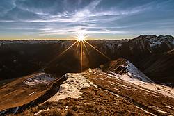 THEMENBILD - Sonnenuntergangs Wanderung auf das Figerhorn (2743 Meter) im Kalser Ködnitztal, im Bild Blick auf die Greil Bühel und den Sonnenuntergang in den Bergen // Sunset hike to the Figerhorn (2743 metres) in the Kalser Ködnitztal, in the picture view of the Greil Bühel and the sunset in the mountains. EXPA Pictures © 2020, PhotoCredit: EXPA/ Lukas Huter
