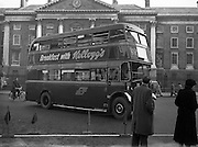 04/11/1954<br /> 11/04/1954<br /> 04 November 1954<br /> Kellogg's breakfast cereal advertisement on bus by Trinity College, Dublin.