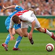 NLD/Rotterdam/20060507 - Finale competitie 2005/2006 Gatorade cup Ajax - PSV, Michael Ball in duel met Klaas Jan Huntelaar