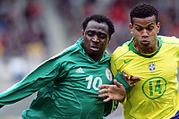 Fotball <br /> FIFA World Youth Championships 2005<br /> Emmen<br /> Nederland / Holland<br /> 12.06.2005<br /> Foto: Morten Olsen, Digitalsport<br /> <br /> Brasil v Nigeria 0-0<br /> <br /> Edcarlos - Brasil<br /> Promise Isaac - Nigeria