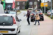 Duitsland, Germany, Kranenburg, 29-12-2015 Veel mensen uit Nederland kopen vuurwerk over de grens bij Nijmegen. Het Duitse siervuurwerk is goedkopen dan het Nederlandse. Germany, Kranenburg, 29 December. Sale of legal fireworks in a store. In Germany the firework is a lot cheaper as in Holland. Foto: Flip Franssen/Hollandse Hoogte