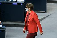 08 DEC 2020, BERLIN/GERMANY:<br /> Sakia Esken, MdB, SPD, SPD Parteivorsitzende, mit Maske, vor Beginn der Haushaltsdebatte, Plenum, Reichstagsgebaeude, Deuscher Bundestag<br /> IMAGE: 20201208-02-002<br /> KEYWORDS: Mund-Nase-Schutz, Corona, Corvid-19, Mundschutz