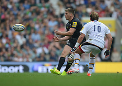 Wasps Winger Christian Wade plays the ball out to the wing.- Photo mandatory by-line: Alex James/JMP - 07966 386802 - 06/09/2014 - SPORT - RUGBY UNION - London, England - Twickenham Stadium - Saracens v Wasps - Aviva Premiership London Double Header.