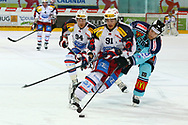 19.03.2011, Rapperswil-Jona, Eishockey NLA Playout, Rapperswil-Jona Lakers - HC Ambri-Piotta, Sandro Gmuer (LAK) gegen Julian Walker (AMB)  (Thomas Oswald/hockeypics)
