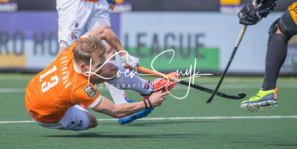 AMSTELVEEN -  Jasper Brinkman (Bldaal)  tijdens de Euro Hockey League finale mannen, Atletic Terrassa (Sp) - HC Bloemendaal (2-5). COPYRIGHT KOEN SUYK