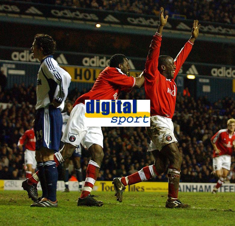 Fotball. Engelsk Premier League 2001/2002.<br /> Tottenham v Charlton 18.03.2002..<br /> Chris Powell jubler etter scoring for Charlton og gratuleres av klubbkameraten Jason Euell.<br /> Foto: Robin Parker, Digitalsport