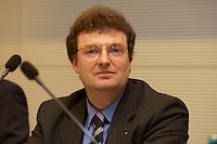 """25 OCT 2004, BERLIN/GERMANY:<br /> Prof. Dr. med. Juergen Hescheler, Geschaeftsfuehrender Direktor des Instituts für Neurophysiologie der Universität Koeln, Symposium der CDU/CSU Bundestagsfraktion """"Biotechnologie - Ernaehrung, Gesundheit, Medizin der Zukunft"""", CDU/CSU Fraktionssaal, deutscher Bundestag<br /> IMAGE: 20041025-02-012<br /> KEYWORDS: Jürben Hescheler"""