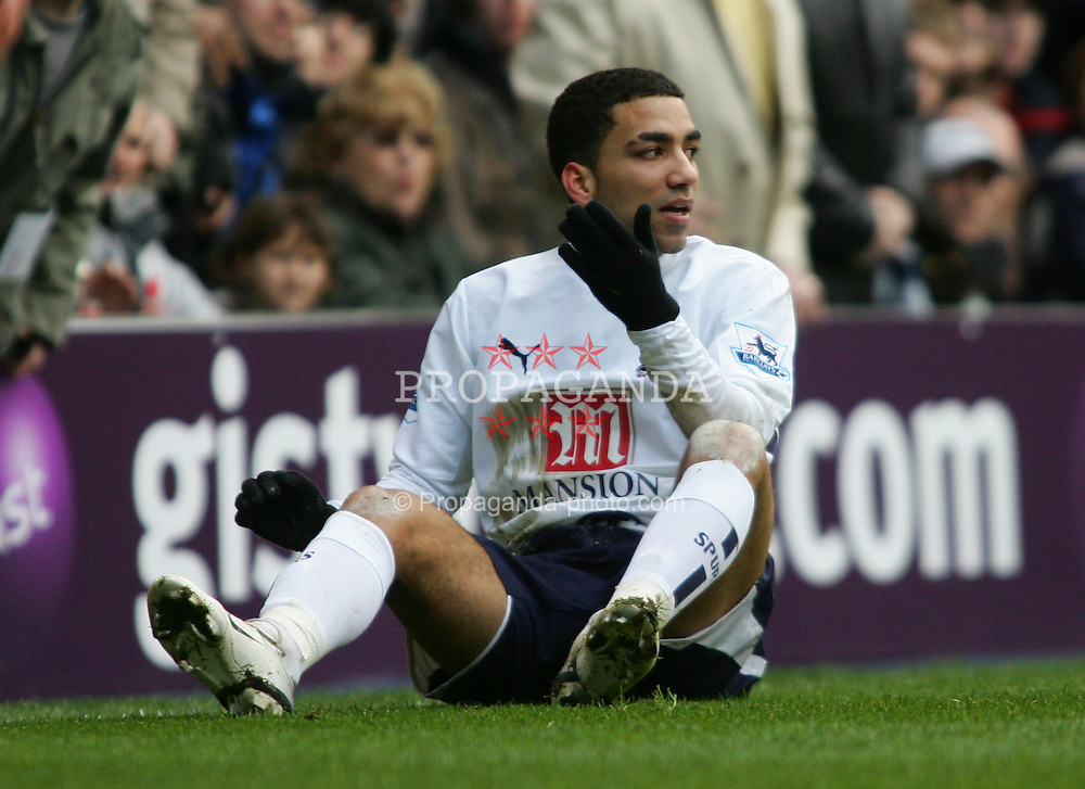 London, England - Sunday, February 25, 2007:  Tottenham Hotspur's Aaron lennon during the game against Bolton Wanderers during the Premiership match at White Hart Lane. (Pic by Chris Ratcliffe/Propaganda)