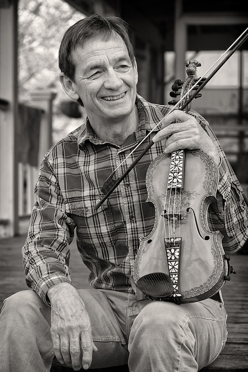 Larry Green on fiddle.