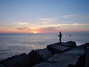 Visser op het havenhoofd, Scheveningen, Den Haag. - Fisherman at the pier, Scheveningen, The Hague, Netherlands