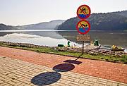 Przeprawa promowa na Jeziorze Czchowskim, Wytrzyszczka, gmina Czchów.<br /> Ferry crossing, Czchowskie Lake, Czchów.