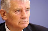 13 SEP 2005, BERLIN/GERMANY:<br /> Otto Schily, SPD, Bundesinnenminister, waehrend einer Pressekonferenz, nach der Unterzeichnung eines Tarifvertrages fuer den oeffentlichen Dienst, Bundespressekonferenz<br /> IMAGE: 20050913-01-013<br /> KEYWORDS: Traifrecht