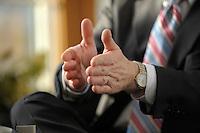 15 JAN 2008, BERLIN/GERMANY:<br /> Haende von Werner Schnappauf, Hauptgeschaeftsfuehrer Bundesverband der Deutschen Industrie, BDI, waehrend einem Interview, in seinem Buero, Haus der deutschen Wirtschaft<br /> IMAGE: 20080115-02-049<br /> KEYWORDS: Hand, Hände