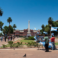 """One of the main squares in Buenos Aires is the """"Plaza de Mayo"""". A well-known building is the Casa Rosada, which you can see in the center."""
