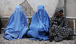 60164571  <br /> Afghan women wait to receive food donated by the rich in Herat province, western Afghanistan,<br /> Saturday 20th July 2013 <br /> Picture by imago / i-Images<br /> UK ONLY