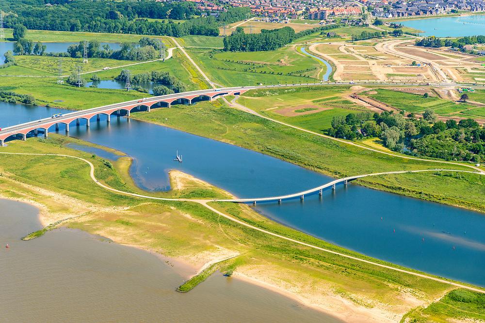 Nederland, Gelderland, Nijmegen, 29-05-2019; Nijmegen en Veur-Lent, Spiegelwaal met brug De Oversteek en de Zaligebrug.<br /> Nijmegen and Veur-Lent, view of the newly constructed high water channel, the Spiegelwaal.<br /> <br /> luchtfoto (toeslag op standard tarieven);<br /> aerial photo (additional fee required);<br /> copyright foto/photo Siebe Swart
