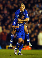 Fotball<br /> Premier Legaue England 2004<br /> 13.11.2004<br /> Foto: BPI/Digitalsport<br /> NORWAY ONLY<br /> <br /> Fulham v Chelsea<br /> <br /> Arjen Robben celebrates with Tiago after the Portuguese player made it 4-1