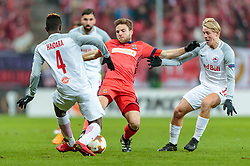 22.02.2018, Red Bull Arena, Salzburg, AUT, UEFA EL, FC Salzburg vs Real Sociedad, Sechzehntelfinale, Rueckspiel, im Bild v.l.: Amadou Haidara (FC Salzburg), Asier Illarramendi (Real Sociedad), Xaver Schlager (FC Salzburg) // during the UEFA Europa League Round of 32, 2nd Leg Match between FC Salzburg and Real Sociedad at the Red Bull Arena in Salzburg, Austria on 2018/02/22. EXPA Pictures © 2018, PhotoCredit: EXPA/ JFK