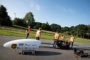In Helmond test het HPT hun nieuwe fiets op de A270. In september wil het Human Power Team Delft en Amsterdam, dat bestaat uit studenten van de TU Delft en de VU Amsterdam, tijdens de World Human Powered Speed Challenge in Nevada een poging doen het wereldrecord snelfietsen voor vrouwen te verbreken met de VeloX 7, een gestroomlijnde ligfiets. Het record is met 121,44 km/h sinds 2009 in handen van de Francaise Barbara Buatois. De Canadees Todd Reichert is de snelste man met 144,17 km/h sinds 2016.<br /> <br /> In Helmond the HPT tests the new bike on the highway A270. With the VeloX 7, a special recumbent bike, the Human Power Team Delft and Amsterdam, consisting of students of the TU Delft and the VU Amsterdam, also wants to set a new woman's world record cycling in September at the World Human Powered Speed Challenge in Nevada. The current speed record is 121,44 km/h, set in 2009 by Barbara Buatois. The fastest man is Todd Reichert with 144,17 km/h.