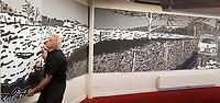 BEVERWIJK - musicus / schilder /ontwerper FRANK KRAAIJEVELD PAKT UIT MET 'PANORAMA (30 meter) TERZIET' IN HET KENNEMER THEATER. COPYRIGHT KOEN SUYK
