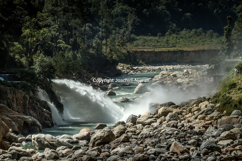 2016 10 13 Gangotri Uttarakhand India<br /> Bhagirathi floden<br /> Vattenfall<br /> <br /> ----<br /> FOTO : JOACHIM NYWALL KOD 0708840825_1<br /> COPYRIGHT JOACHIM NYWALL<br /> <br /> ***BETALBILD***<br /> Redovisas till <br /> NYWALL MEDIA AB<br /> Strandgatan 30<br /> 461 31 Trollhättan<br /> Prislista enl BLF , om inget annat avtalas.