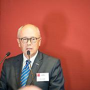NLD/Utrecht/20161003 - Maxima en Willem-Alexander openen tentoonstelling ' Mapping Australia' , Dr. P.R. Bar Bestuursvoorzitter AAMU