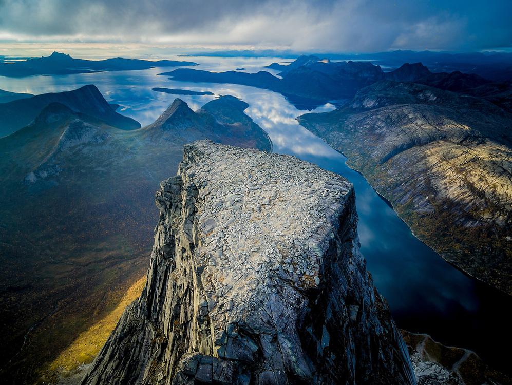 Stetind, også kalt Stetinden og Stádda, ligger i Tysfjord kommune i Nordland fylke. Den mektige «ambolten» kan sees fra minst syv prestegjeld, og fjellet har fra gammelt av vært et karakteristisk seilingsmerke for sjøfarende langs Nordlandskysten.