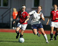 Fotball, 26. juli 2005, U21 damer, Åpent nordisk mesterskap, finale, Norge- USA 1-4,   Lauren Cheney, USA og Lene Storløkken, Norge