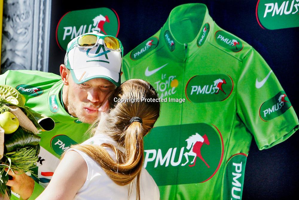 Chateauroux, Frankrike, 20080709:  Thor Hushovd t.v. spurter inn til fjerde plass og grønn trøye på den 5. etappen i Tour de France. Her har han mottatt den grønne trøya.  ..Foto: Daniel Sannum Lauten/Dagbladet