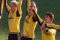 20010506: Clayton Zane, Lillestrøm, scoret to mål mot Lyn på Åråsen. Fra venstre: Sveinung Fjeldstad, Clayton Zane og Gylfi Einarsson.