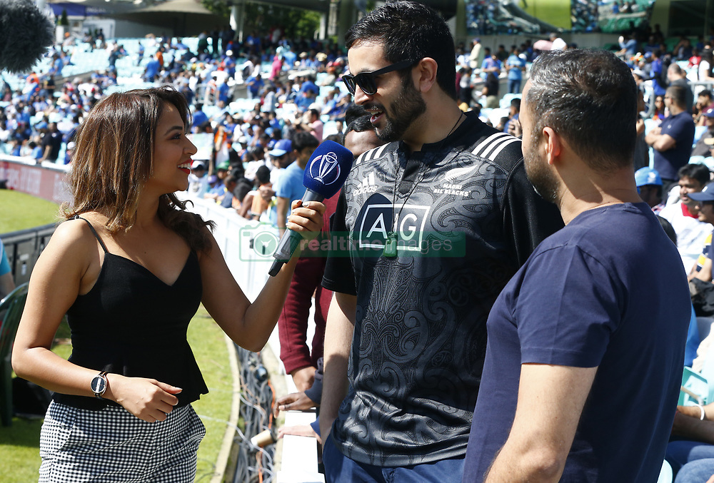 May 25, 2019 - London, England, United Kingdom - Ridhima Pathak ICC Digital Insider talking to the New Zealand Fan.during ICC World Cup - Warm - Up between India and New Zealand at the Oval Stadium , London,  on 25 May 2019. (Credit Image: © Action Foto Sport/NurPhoto via ZUMA Press)