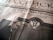 Nowosibirsk/Russische Foederation, RUS, 19.11.07: Russische Tageszeitung mit dem Portrait von Wladimir Putin auf der Titelseite - wenige Tage vor den Duma Wahlen. <br /> <br /> Novosibirsk/Russian Federation, RUS, 19.11.07: Russian newspaper with a photograph of Wladimir Putin a view days before the Duma elections.