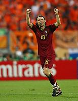 1:0 Jubel Maniche Portugal <br /> Fussball WM 2006 Achtelfinale Portugal - Niederlande<br />  Portugal - Nederland<br /> Norway only