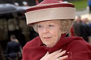 Her Majesty the queen and members of the royal family celebrate Saturday 29 April 2006 Queensday in the province flevoland in the cities  Zeewolde and almere.<br /> <br /> Hare Majesteit de Koningin en leden van de Koninklijke Familie vieren zaterdag 29 april 2006 Koninginnedag mee in de provincie Flevoland en wel in Zeewolde en Almere.<br /> <br /> On the Photo / Op dce foto: Arrival of Queen Beatrix in Almere / Aankomst van Koningin Beatrix in Almere