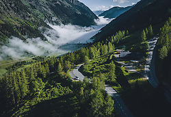 THEMENBILD - Morgensonne an der Strasse . Die Hochalpenstrasse verbindet die beiden Bundeslaender Salzburg und Kaernten und ist als Erlebnisstrasse vorrangig von touristischer Bedeutung, aufgenommen am 27. Mai 2020 in Fusch a.d. Glstr., Österreich // Morning sun at the road. The High Alpine Road connects the two provinces of Salzburg and Carinthia and is as an adventure road priority of tourist interest, Fusch a.d. Glstr., Austria on 2020/05/27. EXPA Pictures © 2020, PhotoCredit: EXPA/ JFK
