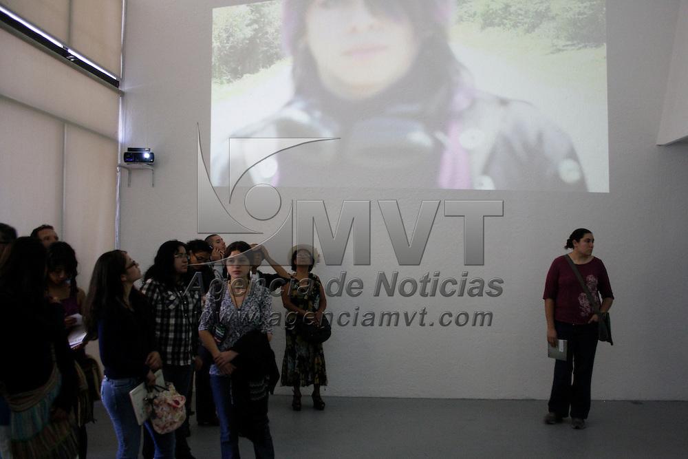 """Toluca, México.- Fue inaugurada la exposición """"Decodificaciones"""" que estara abierta al publico y se presentará del 8 al 19 de agosto en la Facultad de Artes de la UAEM. Agencia MVT / Arturo Hernández S."""