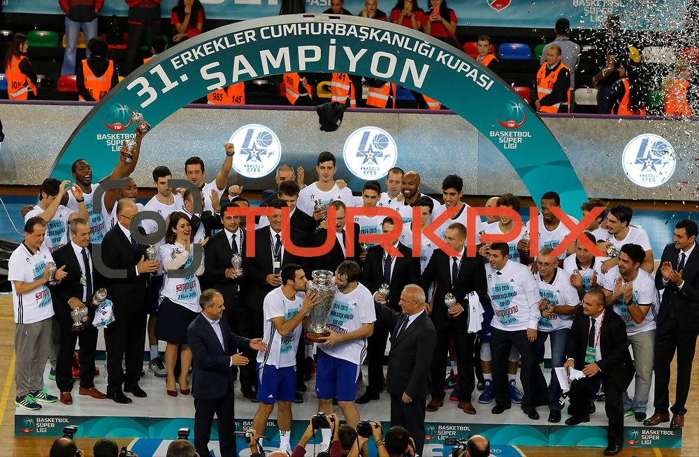 Anadolu Efes's and Pinar Karsiyaka's during their President's Cup match Anadolu Efes between Pinar Karsiyaka at the Yasar Dogu Arena in Samsun, Turkey on Wednesday 07 October, 2015. Photo by Aykut AKICI/TURKPIX