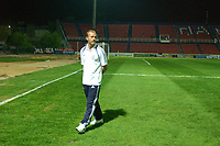 Fotball<br /> UEFA Cup 2004<br /> 21.10.2004<br /> Foto: SBI/Digitalsport<br /> NORWAY ONLY<br /> <br /> Panionios v Newcastle United<br /> <br /> Newcastle's Alan Shearer walks accross the pitch of the Stadium Neas Smirnis before the match