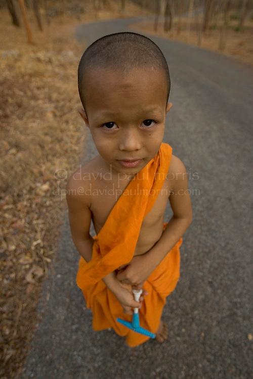 MAR 02, 2005; Kanchanaburi, THAILAND;    General scenes from Kanchanaburi, Thailand on. Photo by David Paul Morris